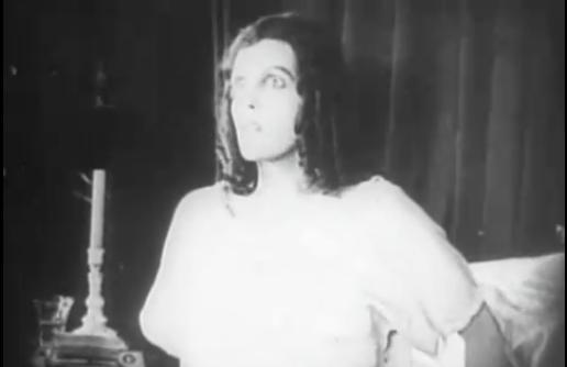 Greta_Schroder_in_Nosferatu_(1922)