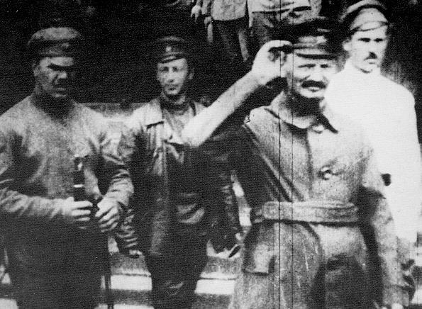 TrotskyAtThePolishFront-1919