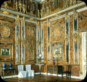 Catherine_Palace_interior_-_Amber_Room_(1)