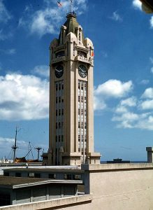 Aloha_Tower,_Honolulu