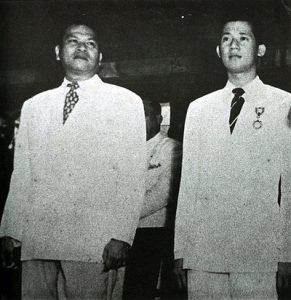Ramon_Magsaysay_and_Ninoy_Aquino_1951