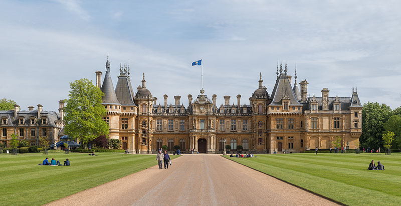Waddesdon_Manor_North_Façade,_UK_-_Diliff