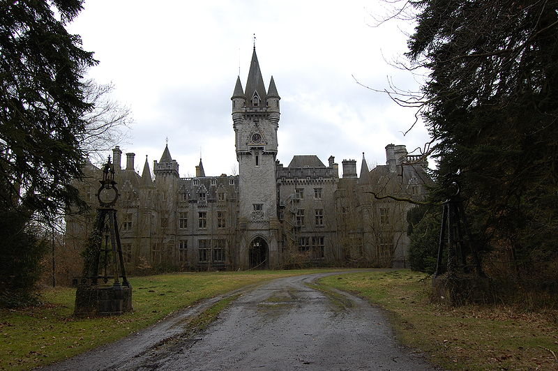 Castle_Miranda_front_side