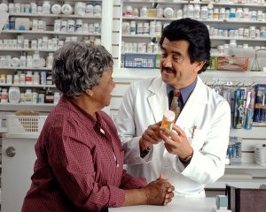 Woman_consults_with_pharmacist amazing robots