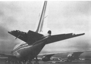 Damaged_empennage_of_China_Airlines_Flight_006-N4522V