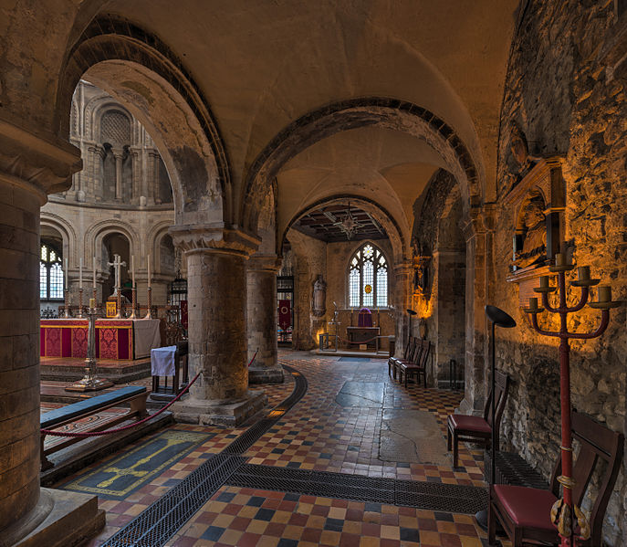 St_Bartholomew-the-Great_South_Aisle,_London,_UK_-_Diliff