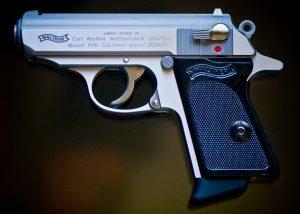 gun-780082_640 bizarre deaths