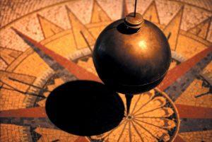 pendulum-828641_1280 prove the earth is round