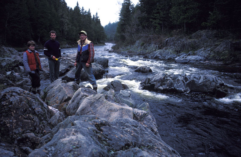 800px-1988_Dungarvon_River_at_the_Jaws