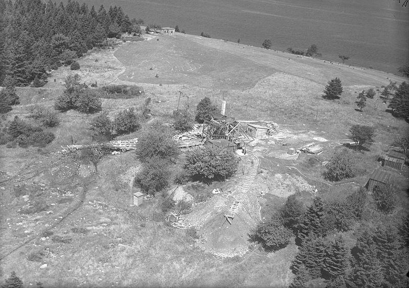800px-Digs_and_Buildings,_photo_2,_Oak_Island,_Nova_Scotia,_Canada,_August_1931