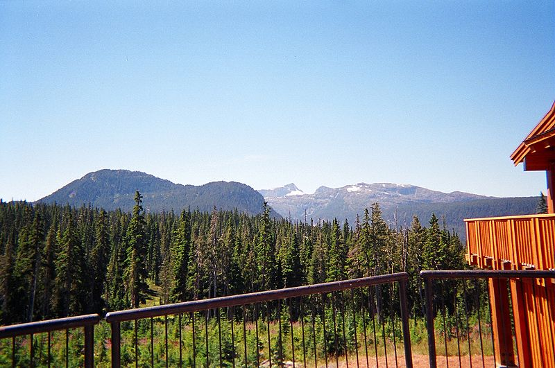 800px-Looking_SE_from_Mount_Washington_Nordic_Lodge