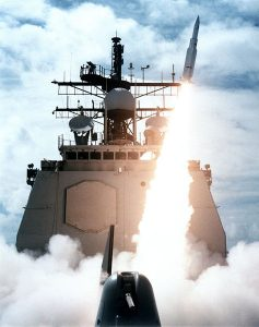 USS_Vincennes_launching_SM-2MR_in_1987
