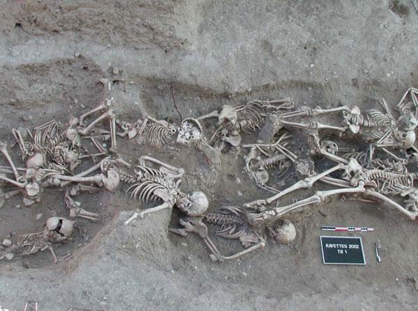 Bubonic_plague_victims-mass_grave_in_Martigues,_France_1720-1721