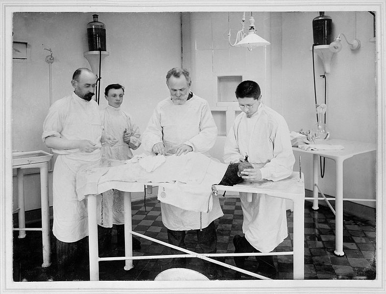 I.P._Pavlov_with_three_colleagues_operating_on_a_dog_in_the_Wellcome_L0022534