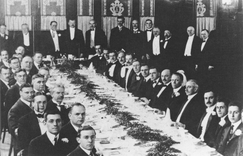 Tesla's inventions Second_banquet_meeting_of_the_Institute_of_Radio_Engineers