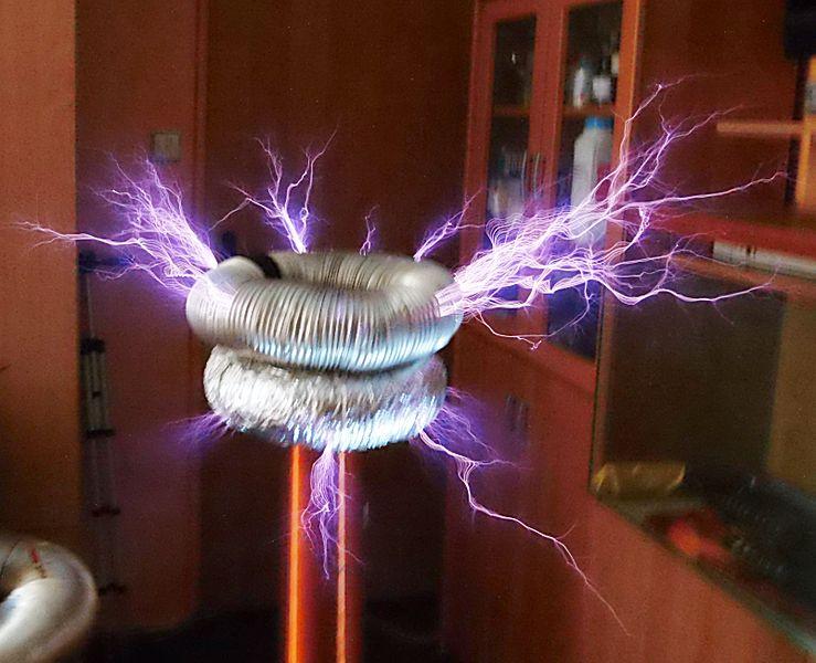 Teslova_cívka_v_provozu Tesla's inventions