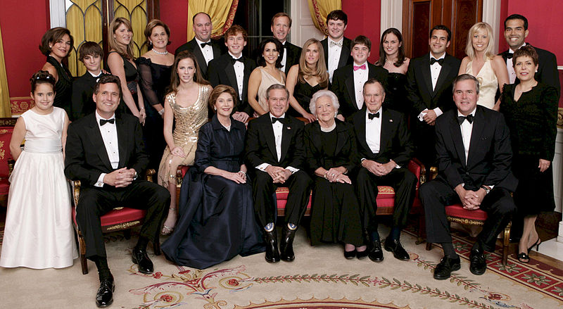 800px-george_w-_bush_and_family