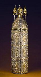most popular religions Coffre_et_rouleau_de_Torah_ayant_appartenu_à_Abraham_de_Camondo_chef_de_la_communauté_juive_de_Constantinople_1860_-_Musée_d'Art_et_d'Histoire_du_Judaïsme