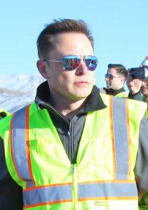 Elon_Musk_oveseeing_the_construction_of_Gigafactory_(16549440890)