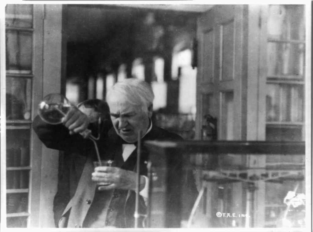 -Thomas Edison,_experimenting_in_his_laboratory