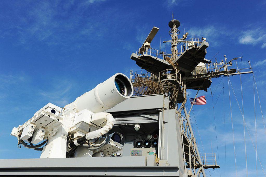Laser_Weapon_System_aboard_USS_Ponce_(AFSB(I)-15)_in_November_2014_(02)