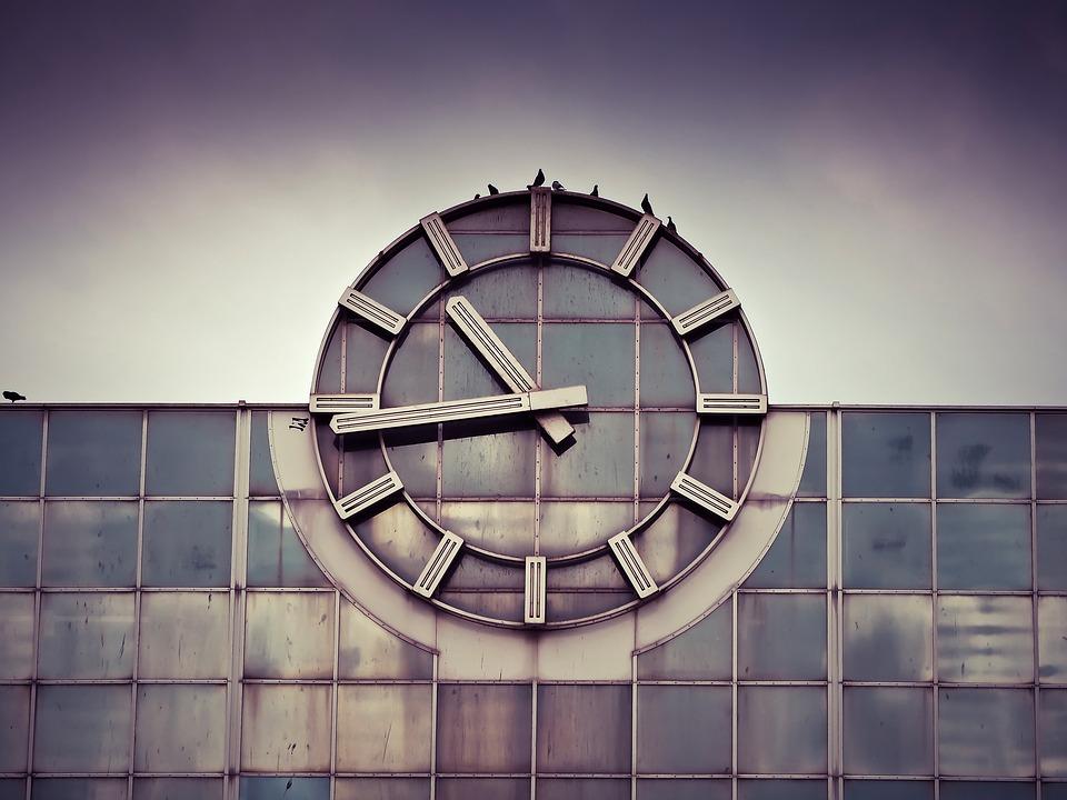 clock-1314411_960_720
