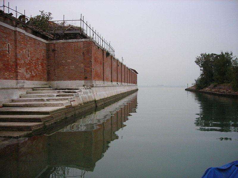 Isola_di_Poveglia_-_panoramio_-_Angelo_Meneghini_(1)