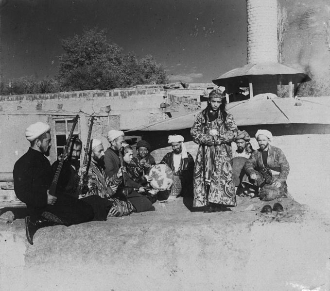 Samarkand_A_group_of_musicians_playing_for_a_bacha_dancing_boy