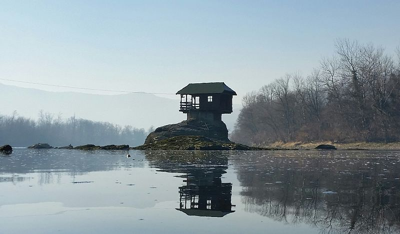 most dangerous homes: Dina river house