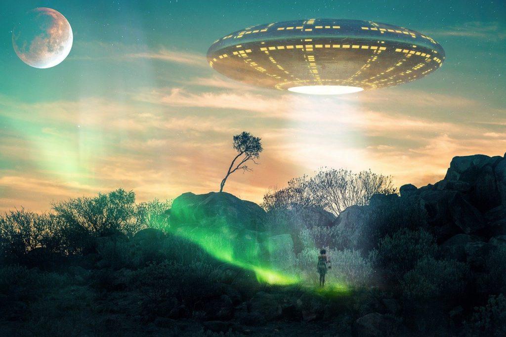 Creepy people report UFO encounter